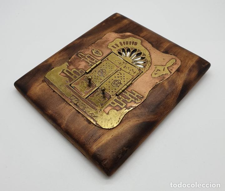Arte: Espejo antiguo modernista de bolsillo en madera y latón tallado a mano y firmado por el artista . - Foto 3 - 178338305