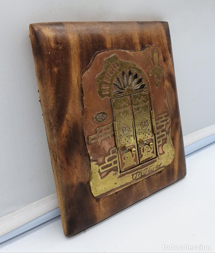 Arte: Espejo antiguo modernista de bolsillo en madera y latón tallado a mano y firmado por el artista . - Foto 5 - 178338305