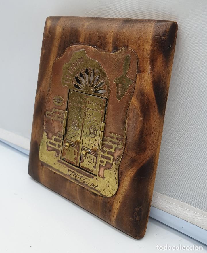Arte: Espejo antiguo modernista de bolsillo en madera y latón tallado a mano y firmado por el artista . - Foto 7 - 178338305