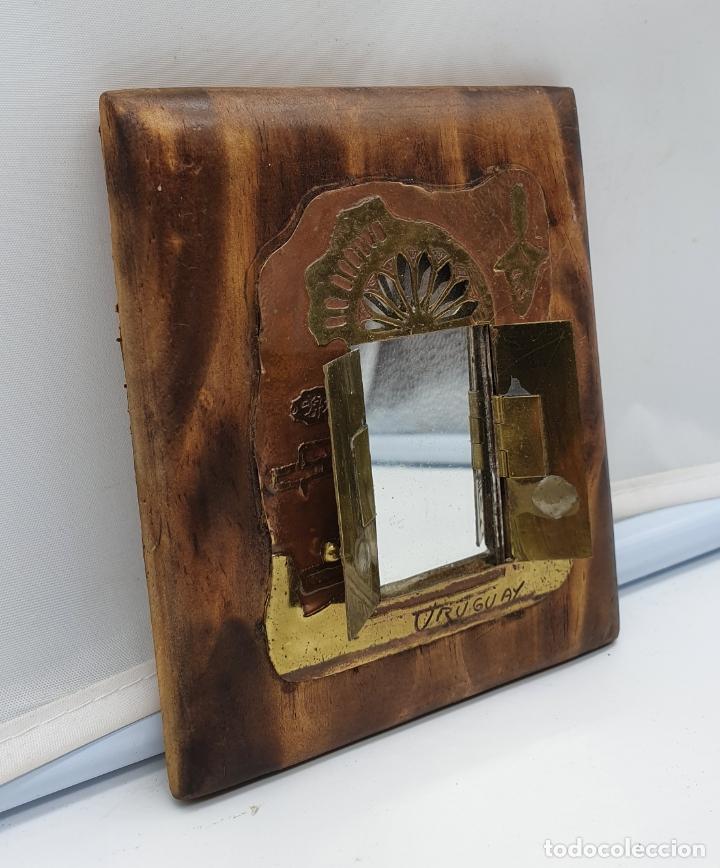 Arte: Espejo antiguo modernista de bolsillo en madera y latón tallado a mano y firmado por el artista . - Foto 8 - 178338305