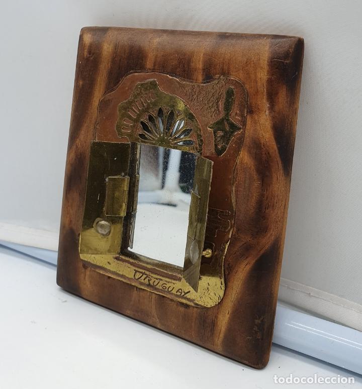 Arte: Espejo antiguo modernista de bolsillo en madera y latón tallado a mano y firmado por el artista . - Foto 10 - 178338305