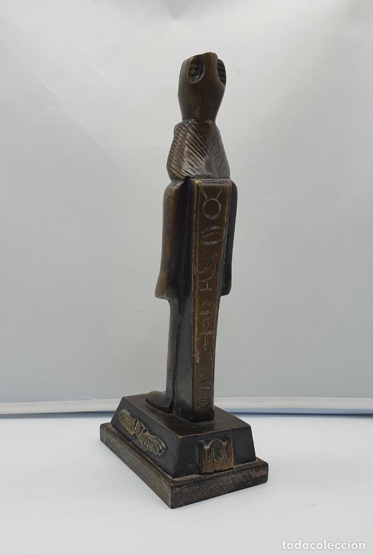 Arte: Escultura antigua de tutankamón en bronce macizo sobre peana de madera . - Foto 4 - 178344615