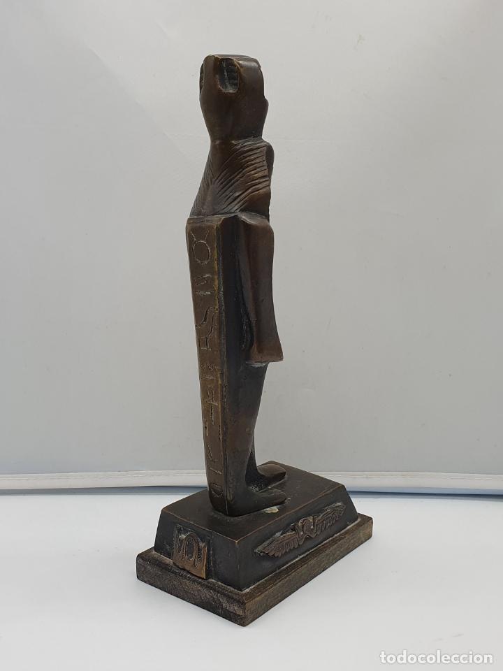 Arte: Escultura antigua de tutankamón en bronce macizo sobre peana de madera . - Foto 5 - 178344615