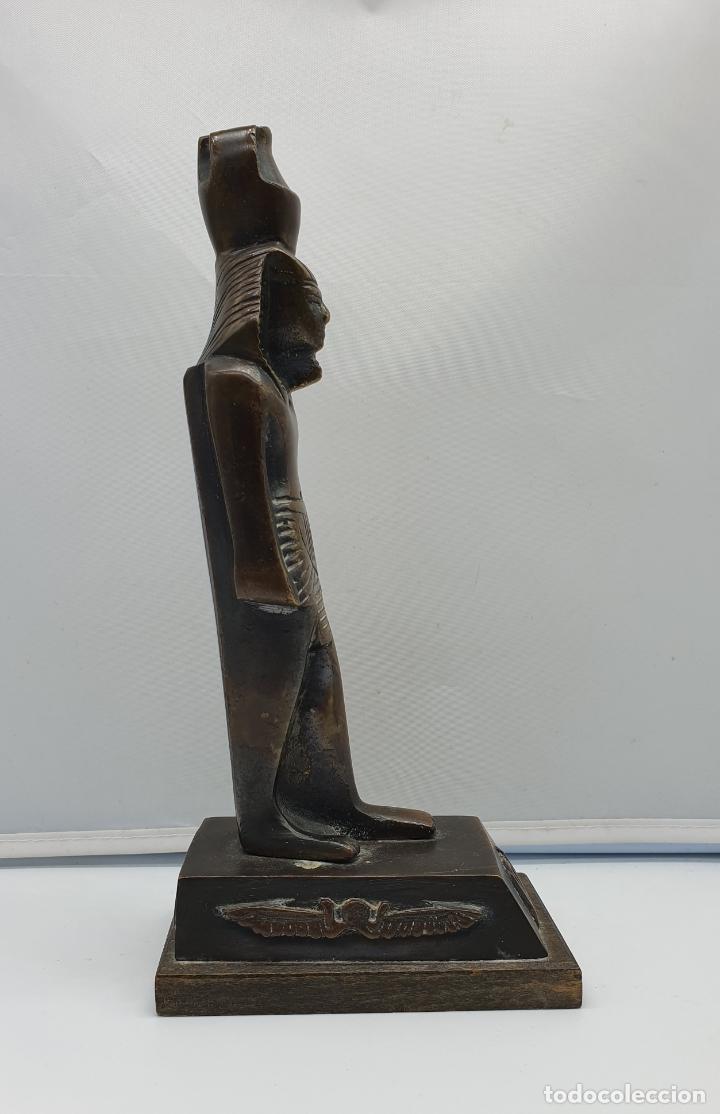 Arte: Escultura antigua de tutankamón en bronce macizo sobre peana de madera . - Foto 6 - 178344615