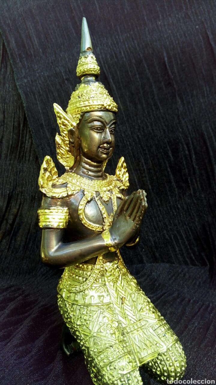 Arte: Guardian del templo. Thepanom. Figura de bronce dorado. Circa 1960. Tailandia. - Foto 9 - 178939703
