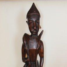 Arte: ESCULTURA EN MADERA DE CAZADOR MANDINGA. Lote 178945295