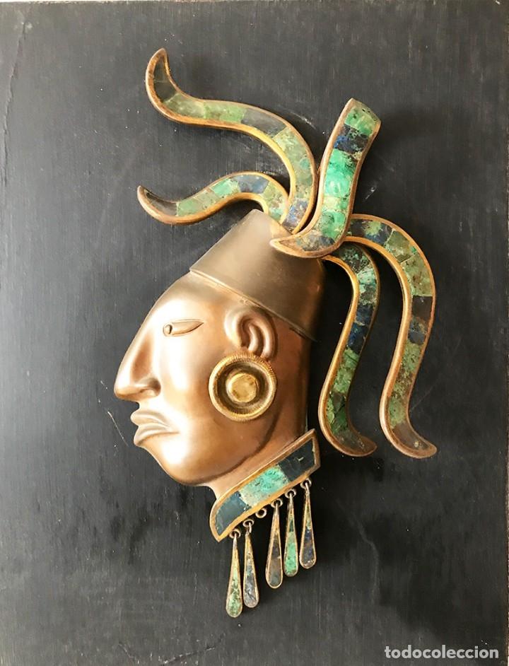 Arte: Placa de madera de pared con mascara maya en latón, cobre muy elaborada adornos latón y piedras - Foto 2 - 179074848