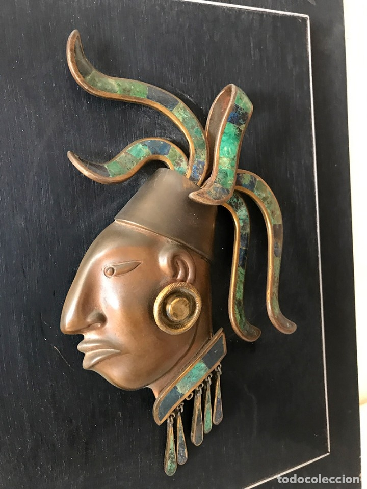 Arte: Placa de madera de pared con mascara maya en latón, cobre muy elaborada adornos latón y piedras - Foto 3 - 179074848