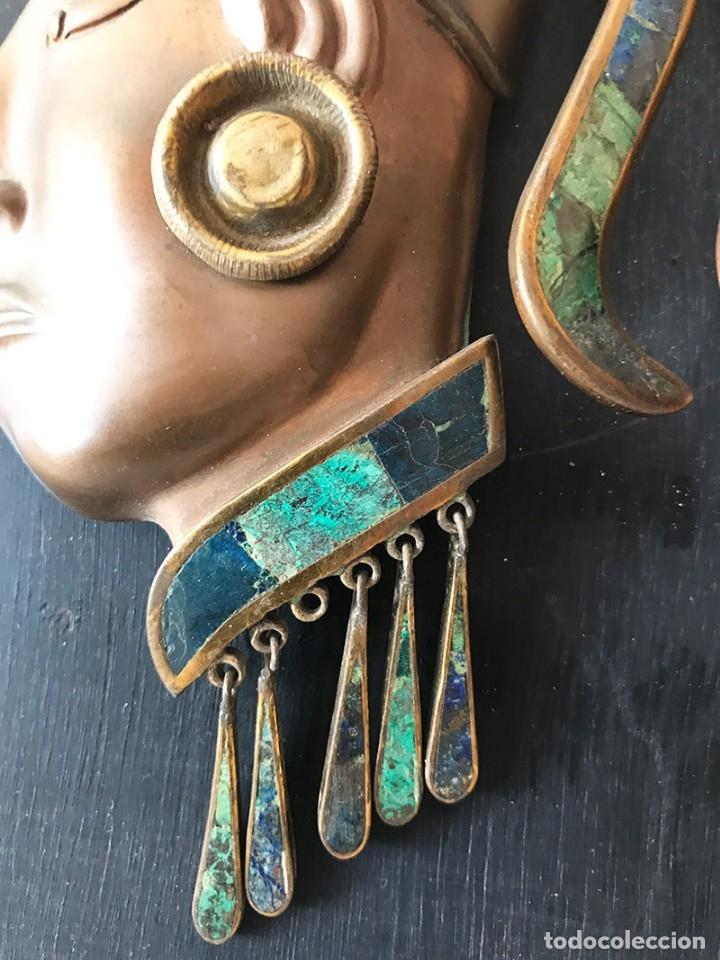 Arte: Placa de madera de pared con mascara maya en latón, cobre muy elaborada adornos latón y piedras - Foto 4 - 179074848