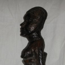 Arte: FIGURA DE ARTE TRIBAL AFRICANO. TALLADA A MANO. MADERA. (36 CM). Lote 180964585