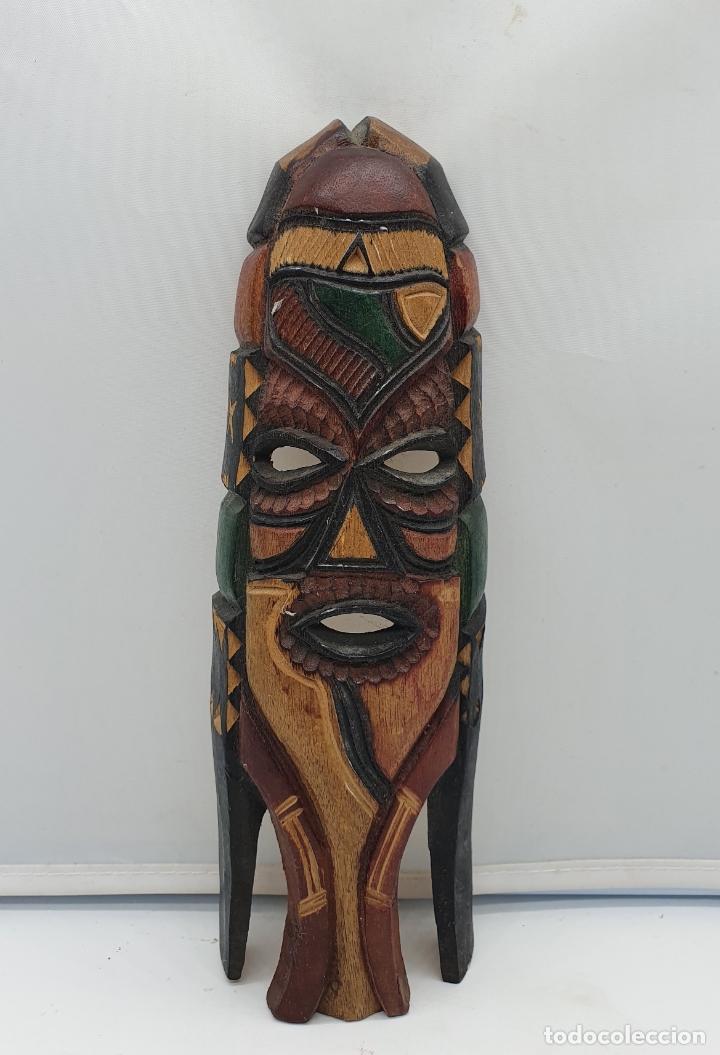 Arte: Curiosa mascara antigua indigena carioca en madera tallada a mano y policromada en colores . - Foto 3 - 181154733