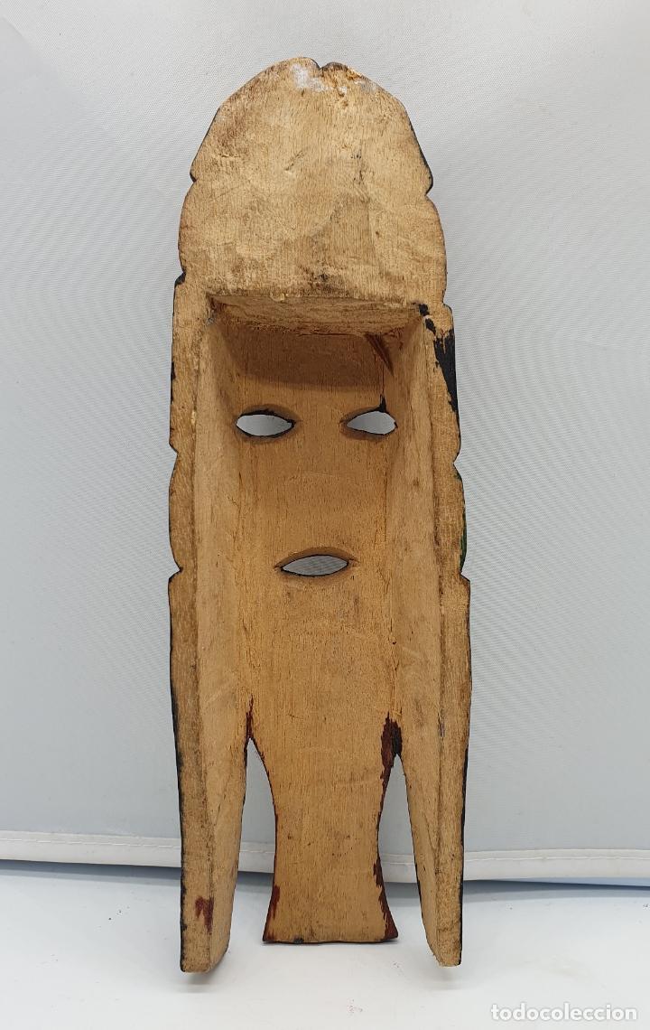 Arte: Curiosa mascara antigua indigena carioca en madera tallada a mano y policromada en colores . - Foto 5 - 181154733