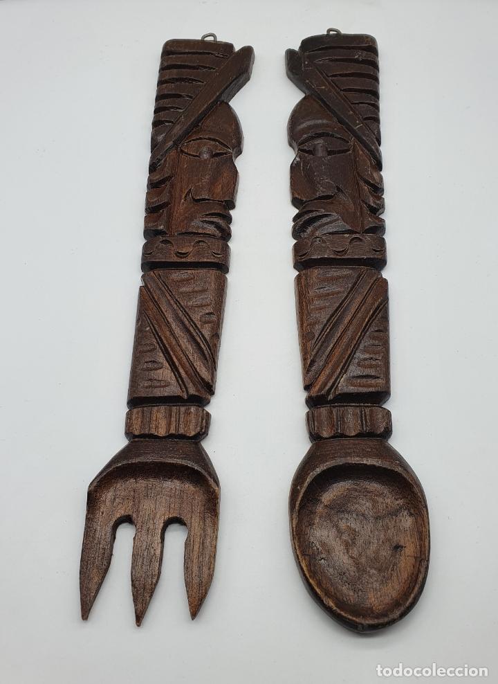 Arte: Original juego de cubiertos de servir en madera tallada a mano con caras en relieve, hecho en Mexico - Foto 2 - 181213762