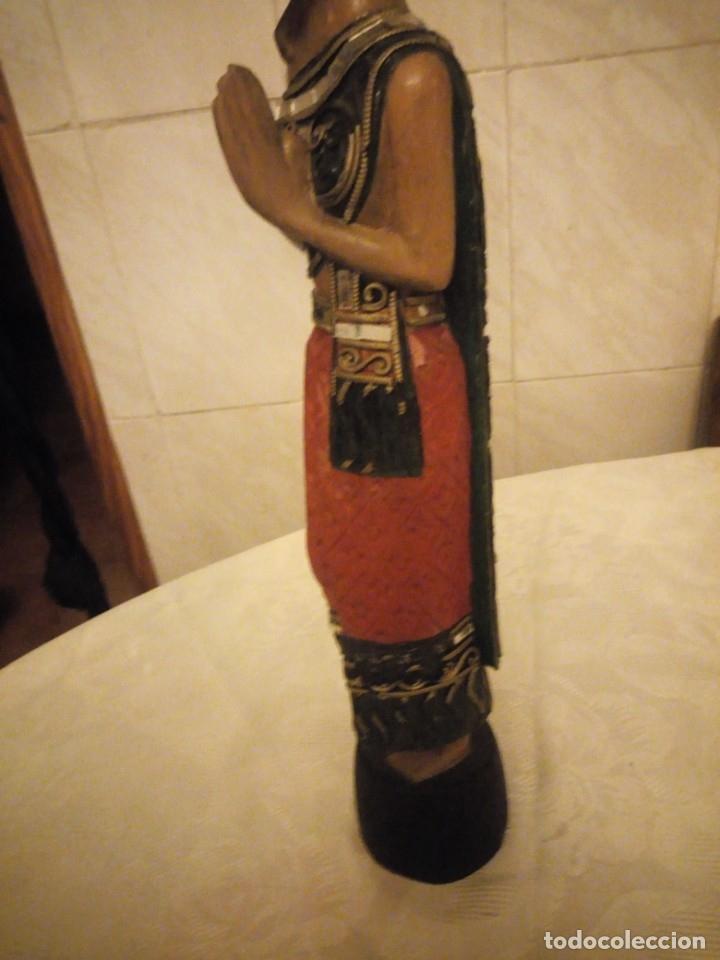 Arte: escultura mujer indú tallada en madera,colores vistosos y trocitos de espejo. - Foto 6 - 182117468