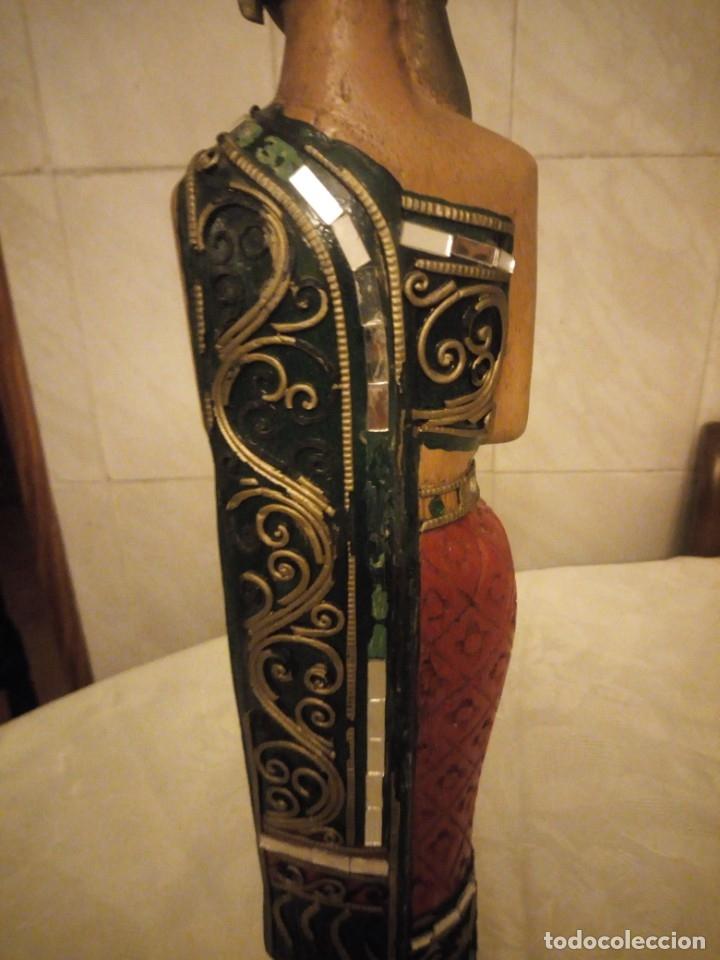 Arte: escultura mujer indú tallada en madera,colores vistosos y trocitos de espejo. - Foto 9 - 182117468