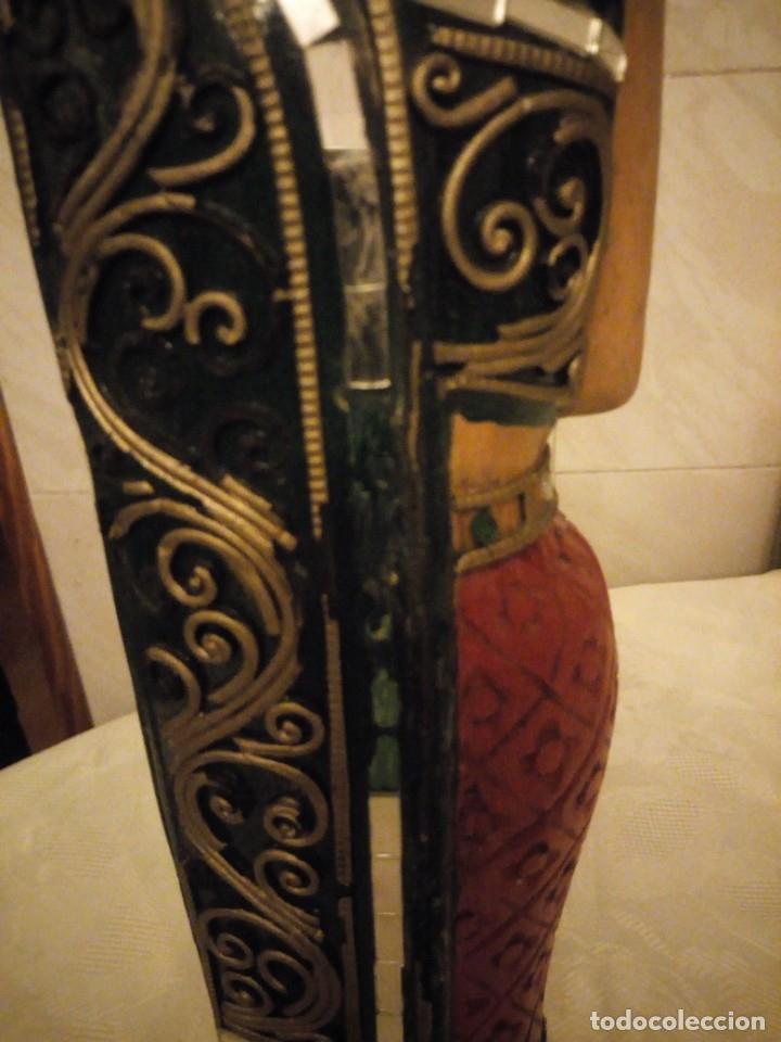 Arte: escultura mujer indú tallada en madera,colores vistosos y trocitos de espejo. - Foto 10 - 182117468