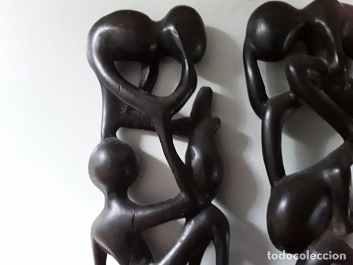 Arte: Dos figuras en madera, posiblemente ébano, fínamente talladas. Medidas: 19 cm x 9 cm x 3 cm - Foto 9 - 182161091