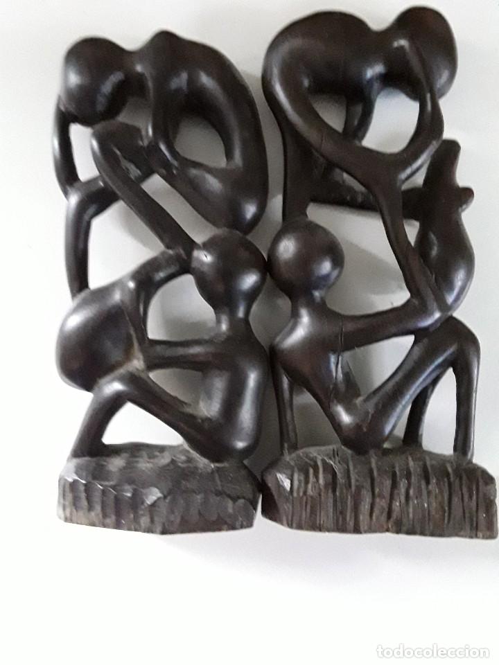Arte: Dos figuras en madera, posiblemente ébano, fínamente talladas. Medidas: 19 cm x 9 cm x 3 cm - Foto 11 - 182161091