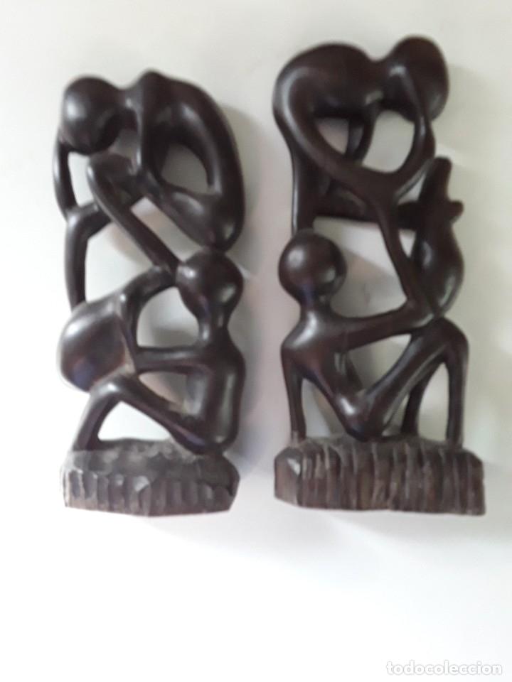 Arte: Dos figuras en madera, posiblemente ébano, fínamente talladas. Medidas: 19 cm x 9 cm x 3 cm - Foto 13 - 182161091