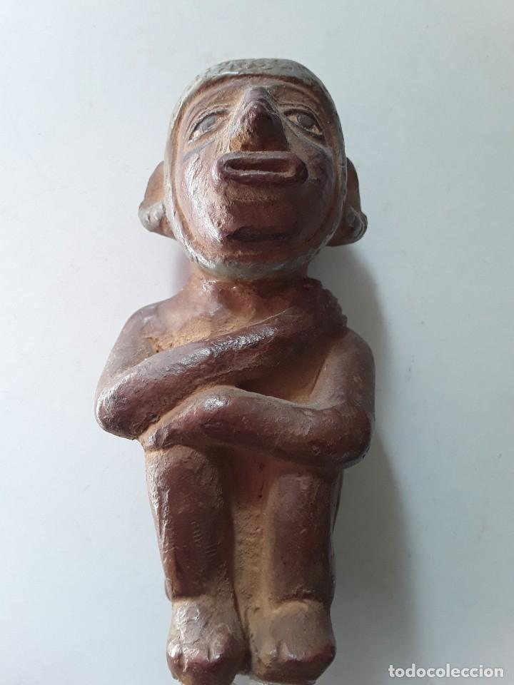 FIGURA DE CERÁMICA COLOREADA Y PINTADA. POSIBLEMENTE DE CULTURA AZTECA (Arte - Étnico - América)