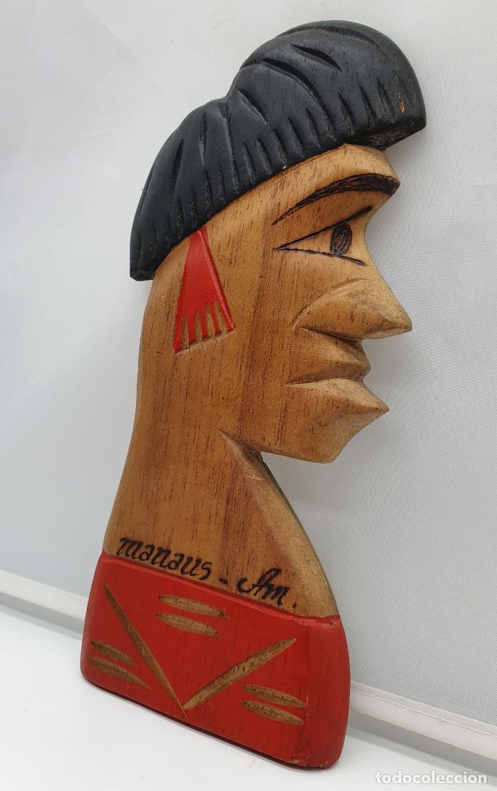 Arte: Talla antigua de nativo de las amazona en madera tallado a mano en Manaos ( Brasil ) . - Foto 2 - 182762665