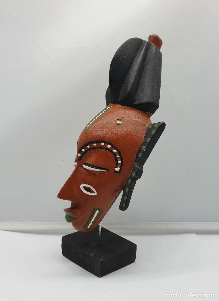Arte: Escultura de mascara en madera tallada y decorada a mano sobre peana . - Foto 4 - 182764968
