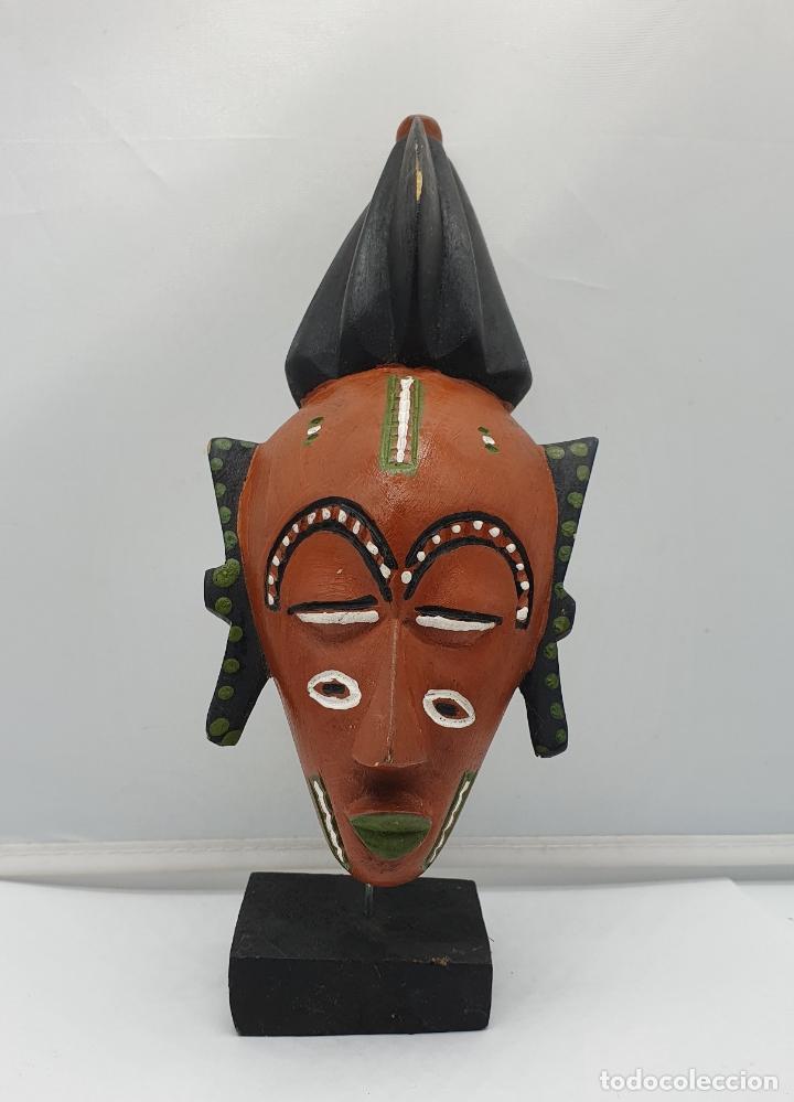Arte: Escultura de mascara en madera tallada y decorada a mano sobre peana . - Foto 5 - 182764968