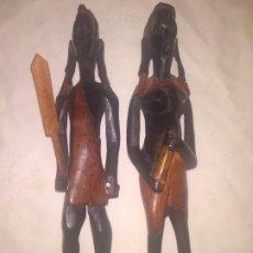 Arte: PAREJA FIGURAS NEGROS AFRICANOS (HOMBRE Y MUJER) COLORES NEGRO Y ROJIZO. Lote 182795418