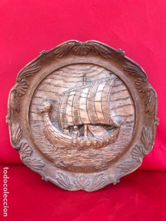 ANTIGUA TALLA PLATO BARCO VIKINGO A MANO SVERIGE VINTAGE SUECIA MEDALLON TALLADO CALIDAD UNA PIEZA (Arte - Étnico - Europa)