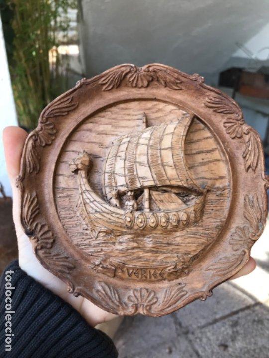 Arte: Antigua talla plato barco vikingo a mano sverige vintage suecia medallon tallado calidad una pieza - Foto 6 - 182939762