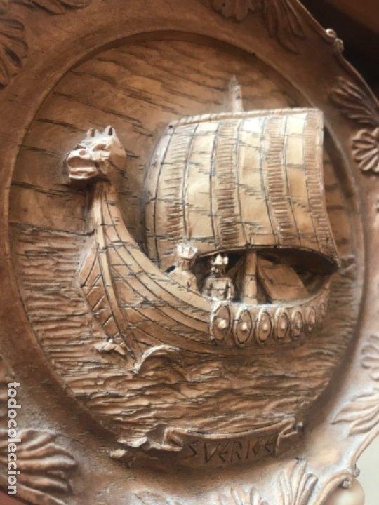 Arte: Antigua talla plato barco vikingo a mano sverige vintage suecia medallon tallado calidad una pieza - Foto 10 - 182939762