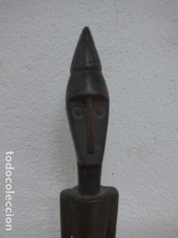 Arte: Antigua escultura figura africana de madera tallada, original, de tribu de Africa. - Foto 2 - 183342452