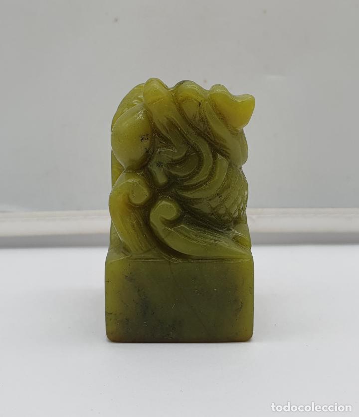 Arte: Sello chino de dragón tallado a mano en jade y cajita de porcelana con tinta roja a juego . - Foto 4 - 184052730