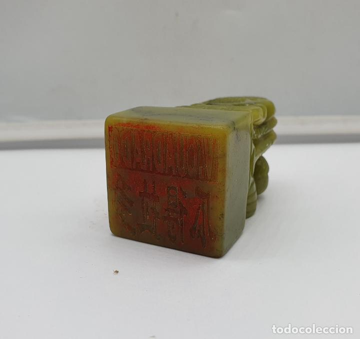 Arte: Sello chino de dragón tallado a mano en jade y cajita de porcelana con tinta roja a juego . - Foto 5 - 184052730