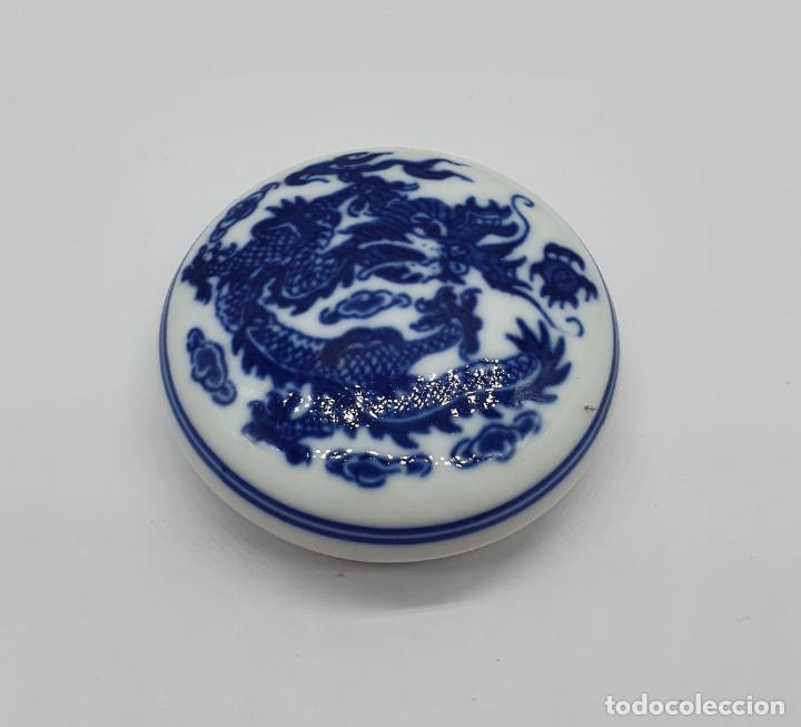 Arte: Sello chino de dragón tallado a mano en jade y cajita de porcelana con tinta roja a juego . - Foto 8 - 184052730