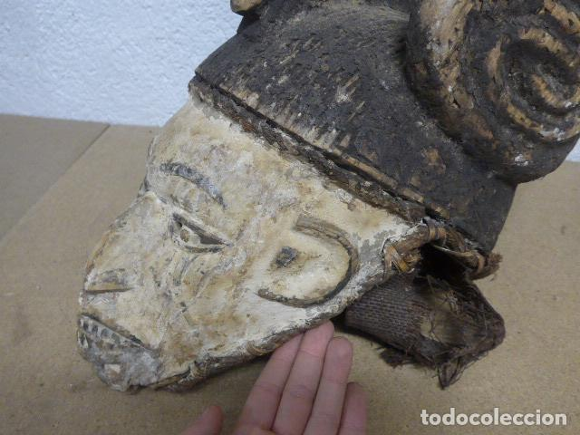 Arte: Antigua mascara casco para ponerse a ritual, africana de madera, de tribu igbo de Nigeria, Africa. - Foto 2 - 186177462