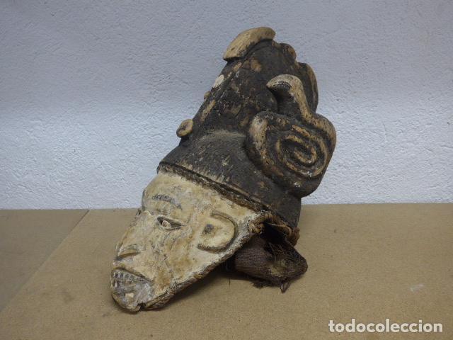 ANTIGUA MASCARA CASCO PARA PONERSE A RITUAL, AFRICANA DE MADERA, DE TRIBU IGBO DE NIGERIA, AFRICA. (Arte - Étnico - África)
