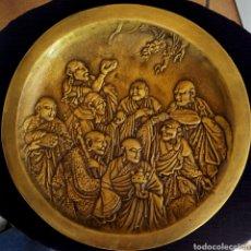 Arte: ANTIGUA PLACA CHINA DE BRONCE DORADO - DIOSES BUDAS - OFRENDA AL DRAGON - GRAN PIEZA DE COLECCION. Lote 187516726