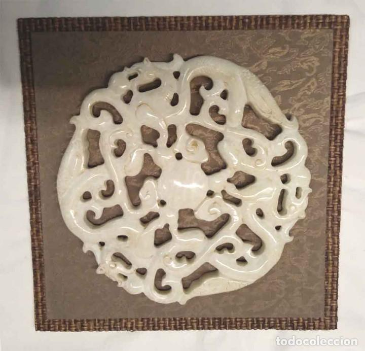 PLACA ORIENTAL EN JADE BLANCO, 3 DRAGONES CIRCULAR CALADA, PERFECTO ESTADO. MED. 22 X 22 CM (Arte - Étnico - Asia)