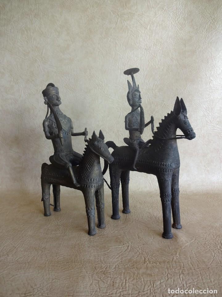 Arte: antiguos guerreros de orissa a caballo bronce y madera india antiguas figuras 38 cm originales - Foto 4 - 149620874