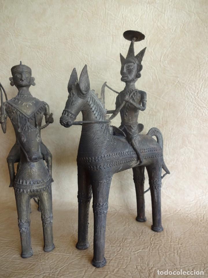 Arte: antiguos guerreros de orissa a caballo bronce y madera india antiguas figuras 38 cm originales - Foto 5 - 149620874