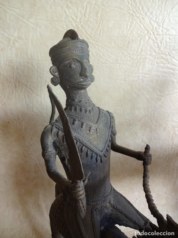 Arte: antiguos guerreros de orissa a caballo bronce y madera india antiguas figuras 38 cm originales - Foto 7 - 149620874