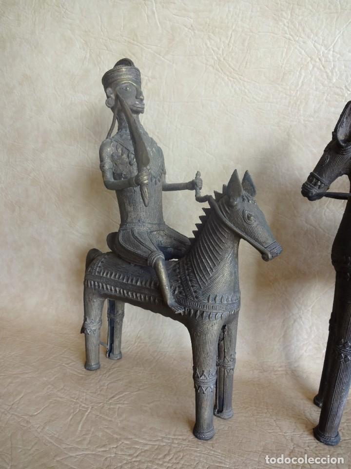 Arte: antiguos guerreros de orissa a caballo bronce y madera india antiguas figuras 38 cm originales - Foto 10 - 149620874