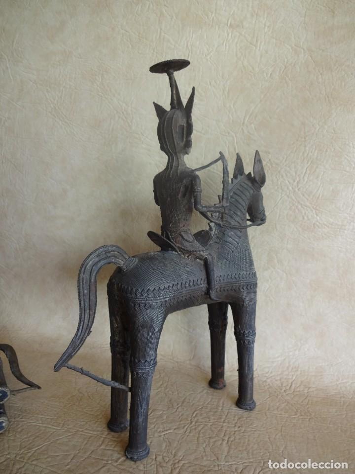 Arte: antiguos guerreros de orissa a caballo bronce y madera india antiguas figuras 38 cm originales - Foto 15 - 149620874