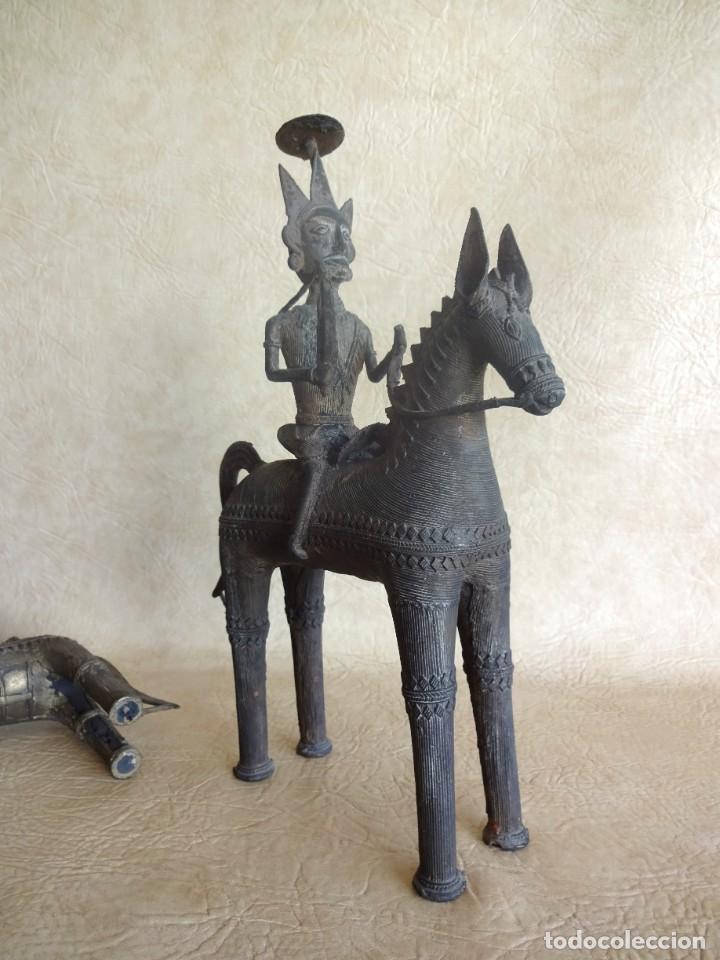 Arte: antiguos guerreros de orissa a caballo bronce y madera india antiguas figuras 38 cm originales - Foto 17 - 149620874