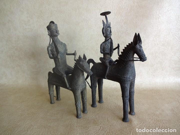 Arte: antiguos guerreros de orissa a caballo bronce y madera india antiguas figuras 38 cm originales - Foto 19 - 149620874