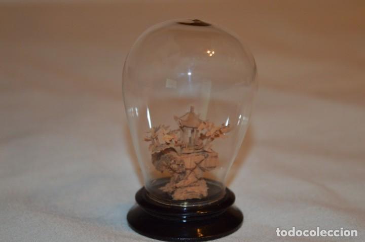 Arte: VINTAGE, pequeña cápsula / urna de vidrio, conteniendo en interior casa/paisaje oriental ¡Preciosa! - Foto 2 - 189765636