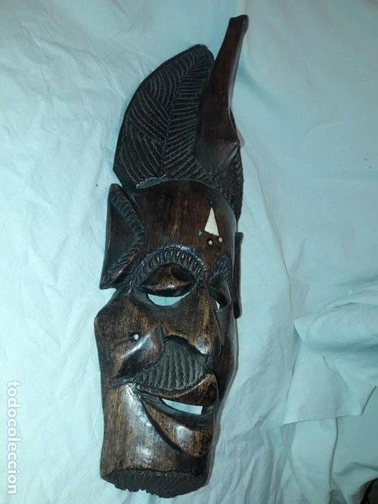 Arte: Bella talla madera Mascara Africana con incrustaciones de hueso o marfil - Foto 2 - 194147853