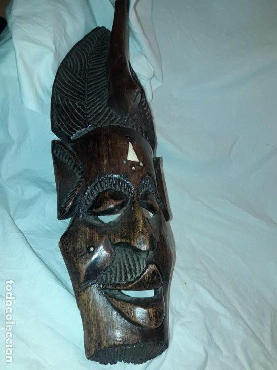 Arte: Bella talla madera Mascara Africana con incrustaciones de hueso o marfil - Foto 3 - 194147853