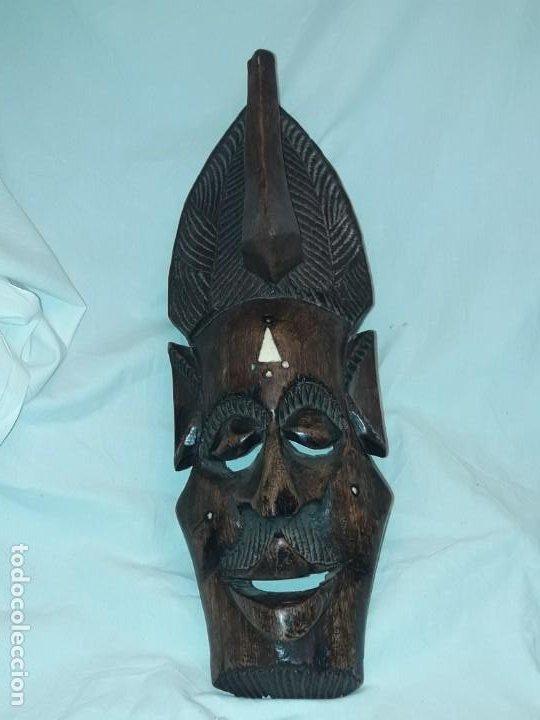 Arte: Bella talla madera Mascara Africana con incrustaciones de hueso o marfil - Foto 5 - 194147853